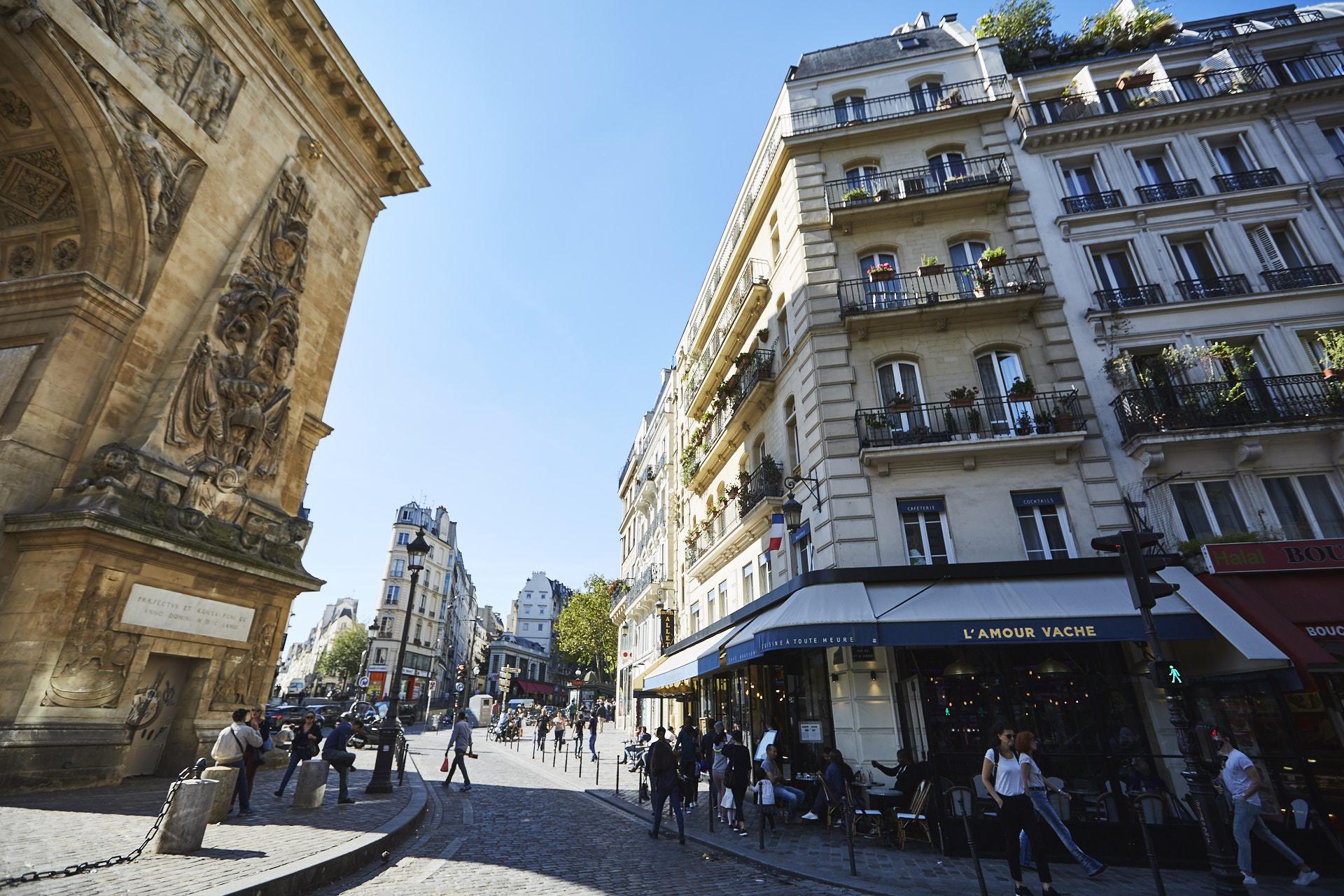 Porte Saint-Denis L'Amour Vache Brasserie